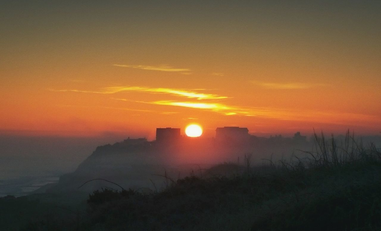 ... 2016 was a year of great discoveries for me. Mostly about who I really am and what I really like but with some minor surprises like this Winter Sunrise spot in Mundesley . Bad things happened too, but no way I am going to curse this year out of my Life ... Orange Color Sky Dramatic Sky Landscape Fog Sun Romantic Sky Cliff Seaside Norfolk Coast Coast Morning Refractions Soleil солнце зима восход утро туман обрыв