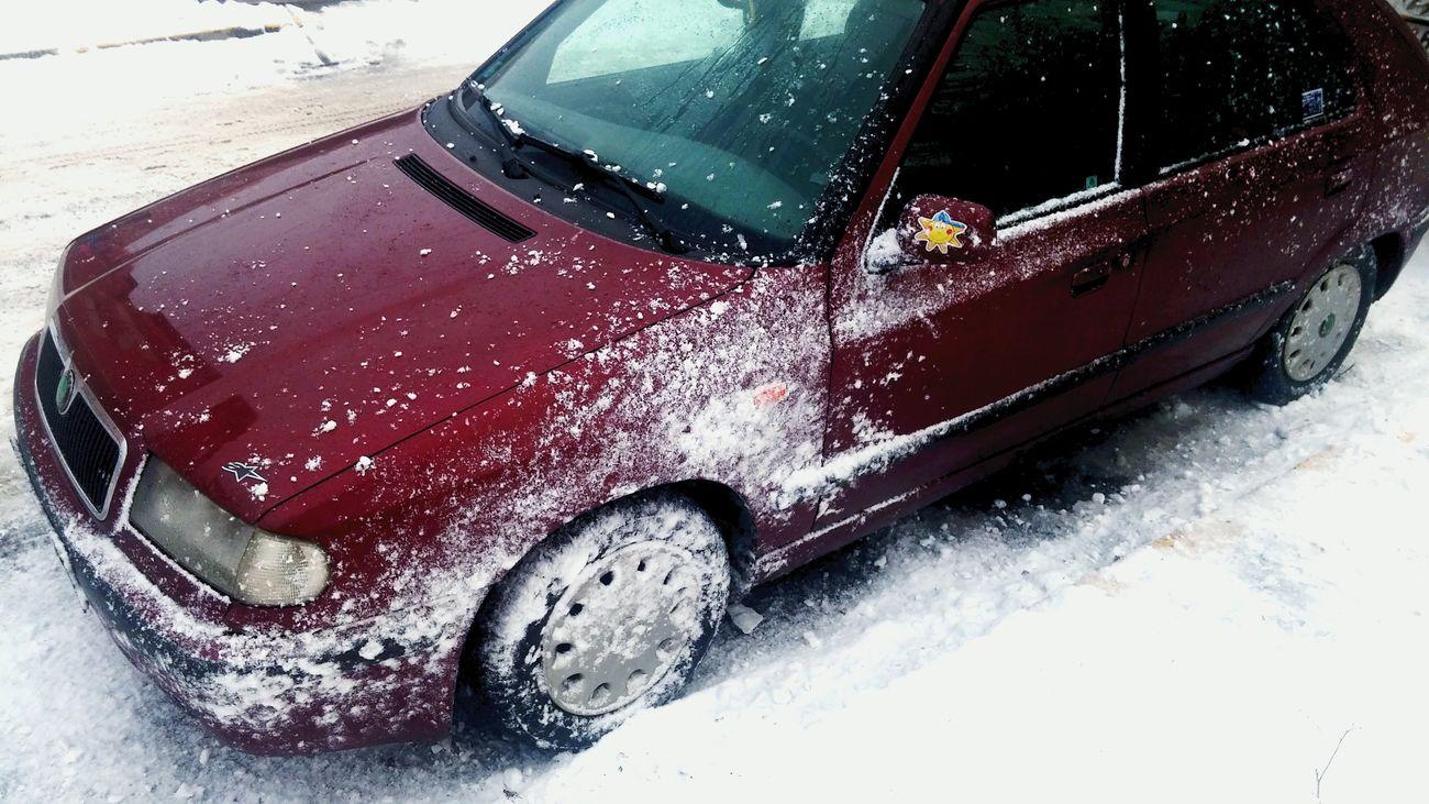 Snow funtime! Boys never grow up! :-D Skoda Felicia Snowfun!