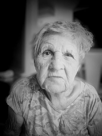 Aging surronded by love... The Human Condition Aging Taking Photos Family Dignity Ageing