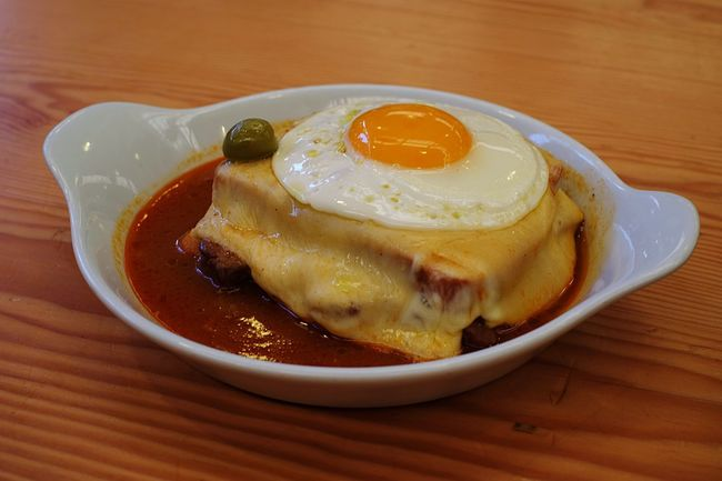 Food Porn Francesinha heart attack on a plate. Om Nom Nom Sandwich