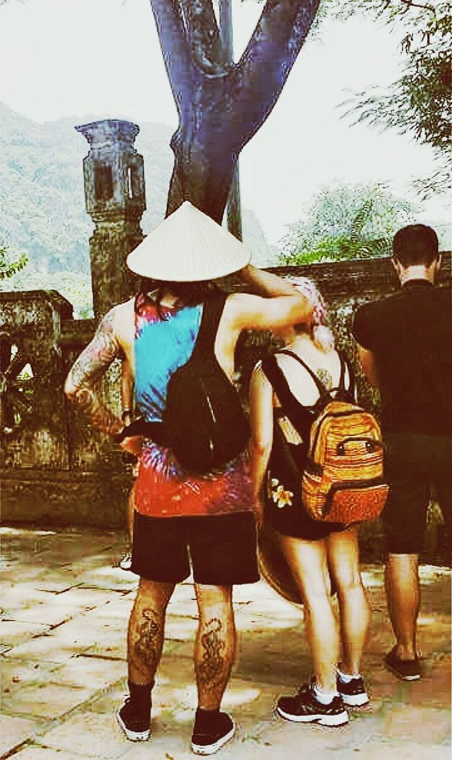 Visitors Non La Dinh Tien Hoang Temple Hoa Lu Vietnam Travelphotography Streetphotography