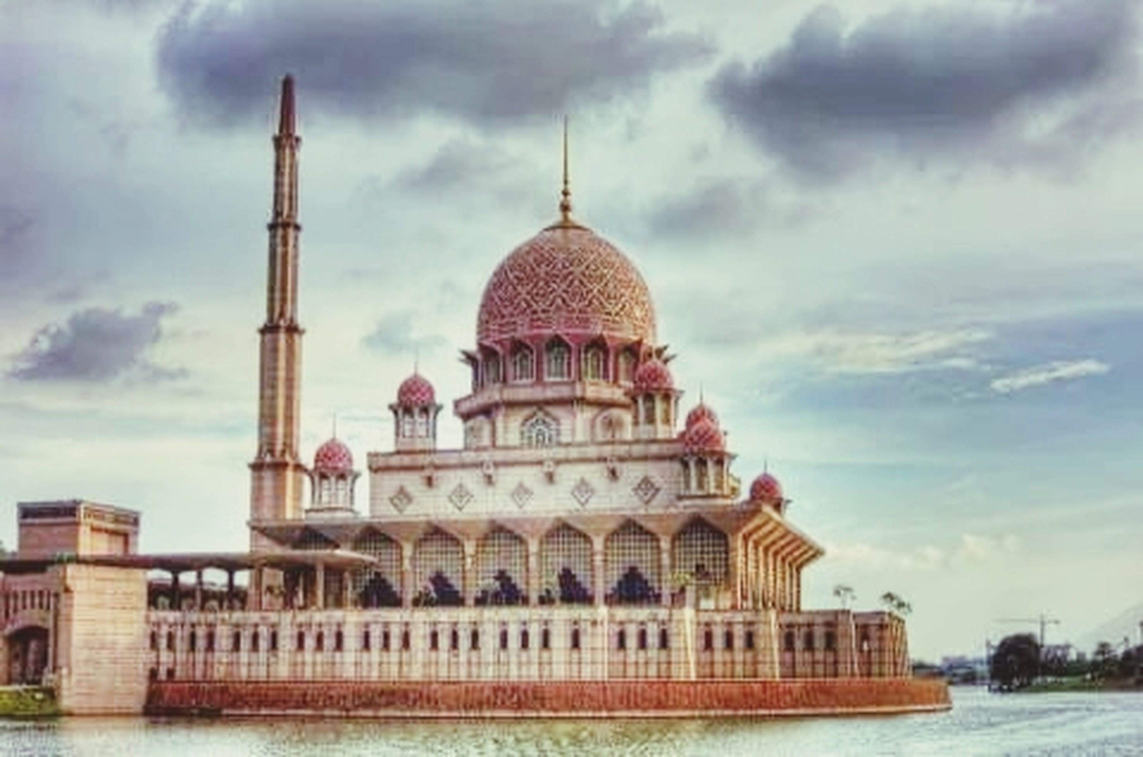 architecture, place of worship, built structure, building exterior, religion, spirituality, dome, sky, church, famous place, cloud - sky, travel destinations, cathedral, tourism, travel, cloudy, mosque, islam