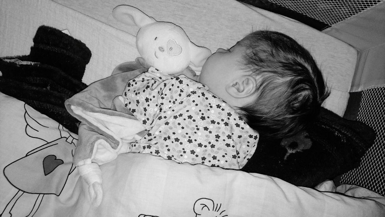 Baby Babygirl Mommysbaby MommysGirl Blackandwhite Blaxkandwhite Blackandwhite Photography Eyes Closed  Childhood Sleepingbaby Sleepy
