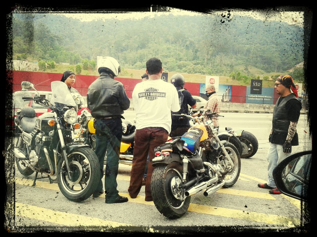 group of bikers konvoi-ing hihi