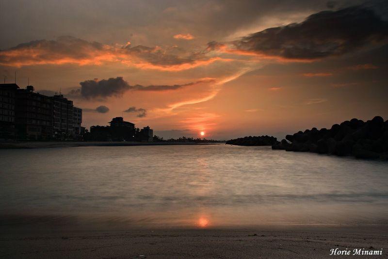 浜辺に映る夕陽…Sunset reflected on the beach…Have a wonderful weekend. Sunset Beauty In Nature Water Sky Japan EyeEmNewHere EyeEm Best Shots EyeEm Team Landscape 鳥取県 Long Exposure