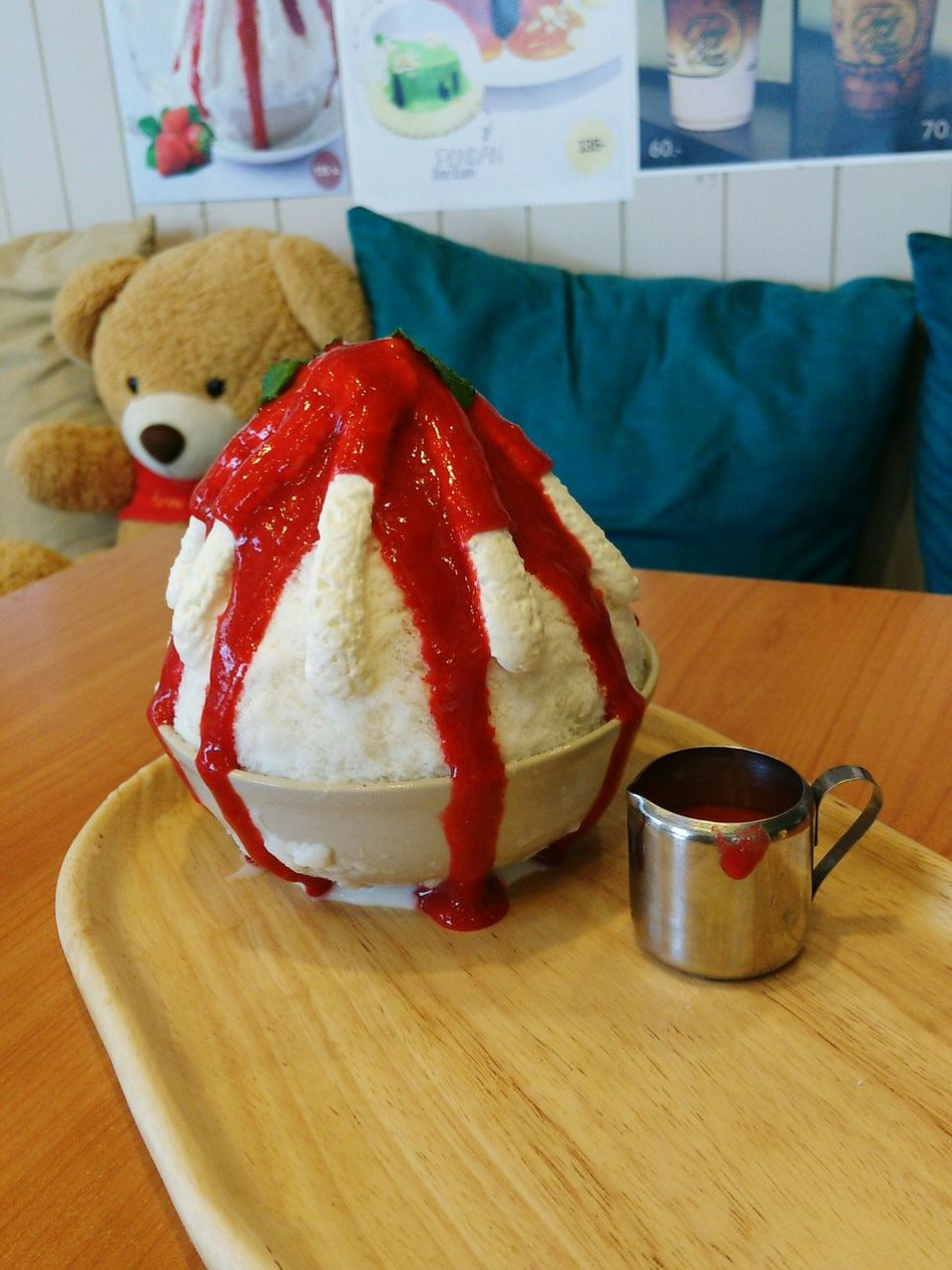 shaved ice Ice Iced Dessert No People Jam Strowberry Sweet Cafe Time