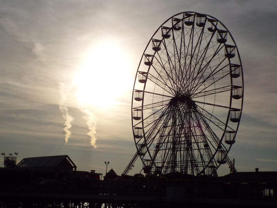 Silhouette Silhouette Of A Big Wheel Silhouette Of A Ferris Wheel Big Wheel Ferris Wheel Sun Sunset Blackpool Central Pier Central Pier Tourist Attraction  Tourist Destination Tourism