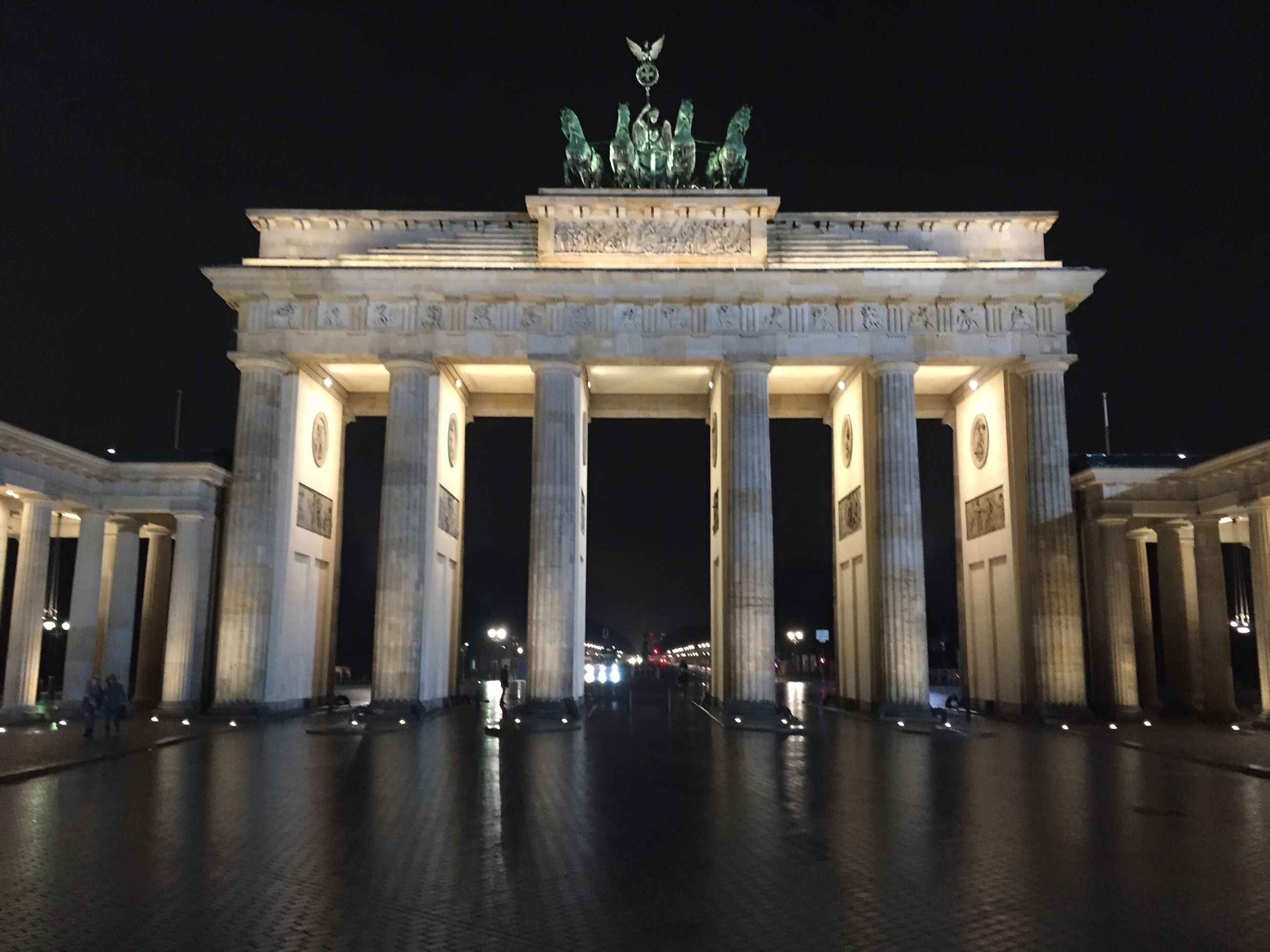 architecture, built structure, night, building exterior, architectural column, famous place, history, travel destinations, illuminated, tourism, international landmark, column, statue, travel, capital cities, sculpture, facade, pillar, city, art and craft
