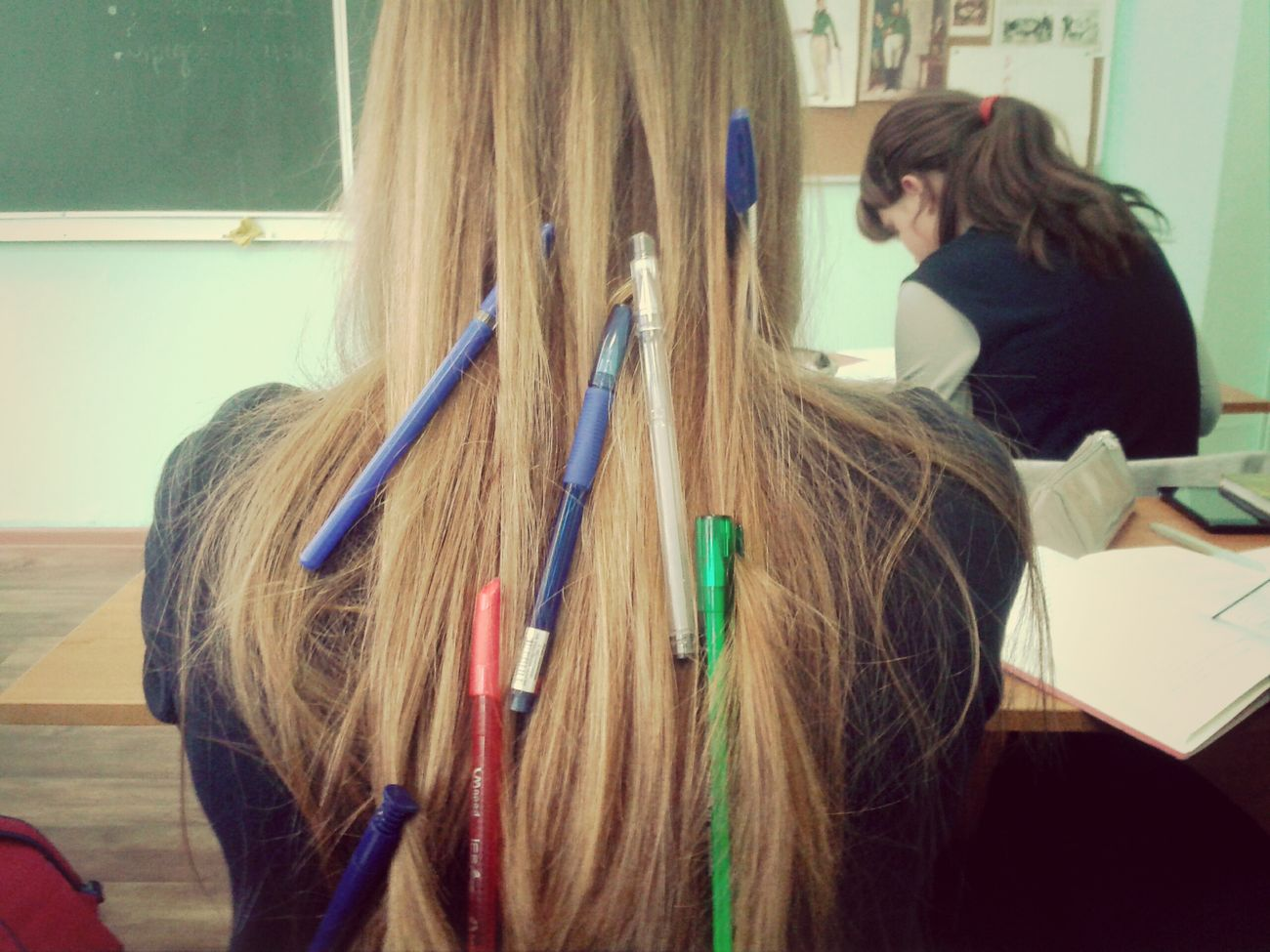 Когда Шиле скучно на уроке :D