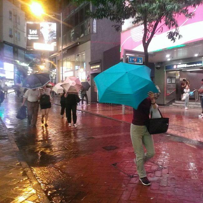 Typhoon no 8 is coming. Localiiz HongKong Typhoon Usagi