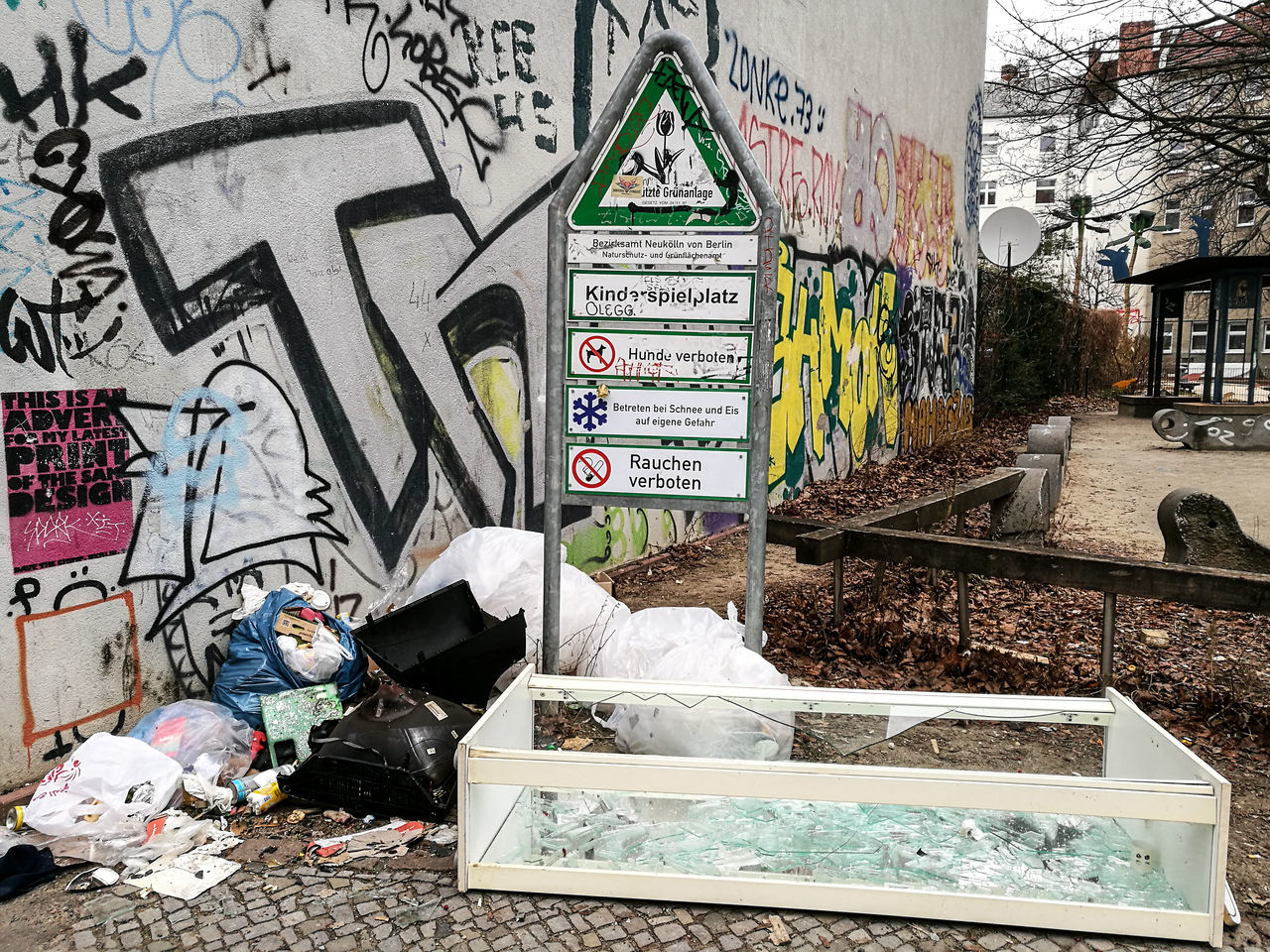 Berlin Berlin Photography Berliner Ansichten City Day Dreck Garbage Graffiti Müll Neukölln Street Text Waste Wasted
