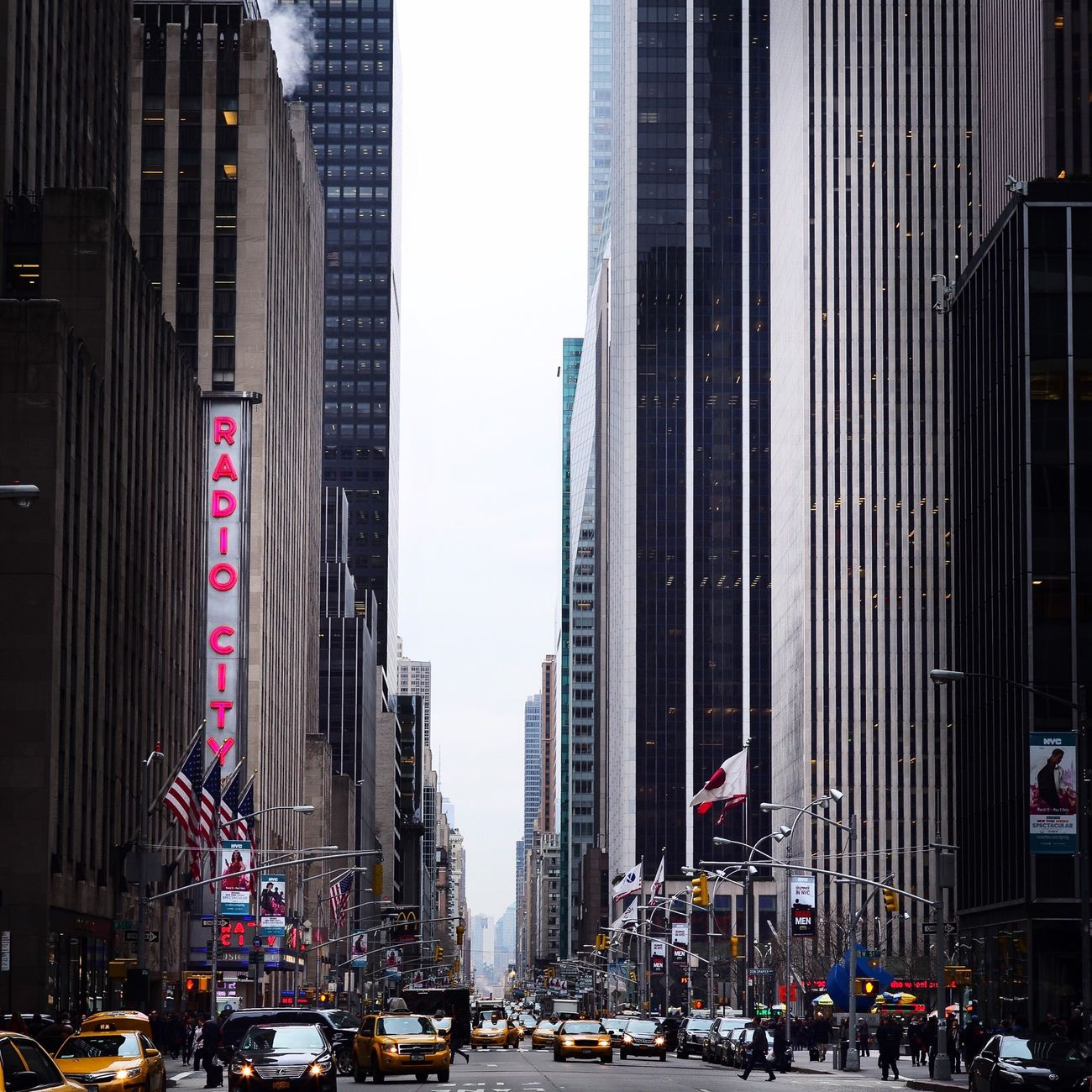 Leica Leicam AMPt - Vanishing Point NYC Shootermag Buildings Blackandwhite