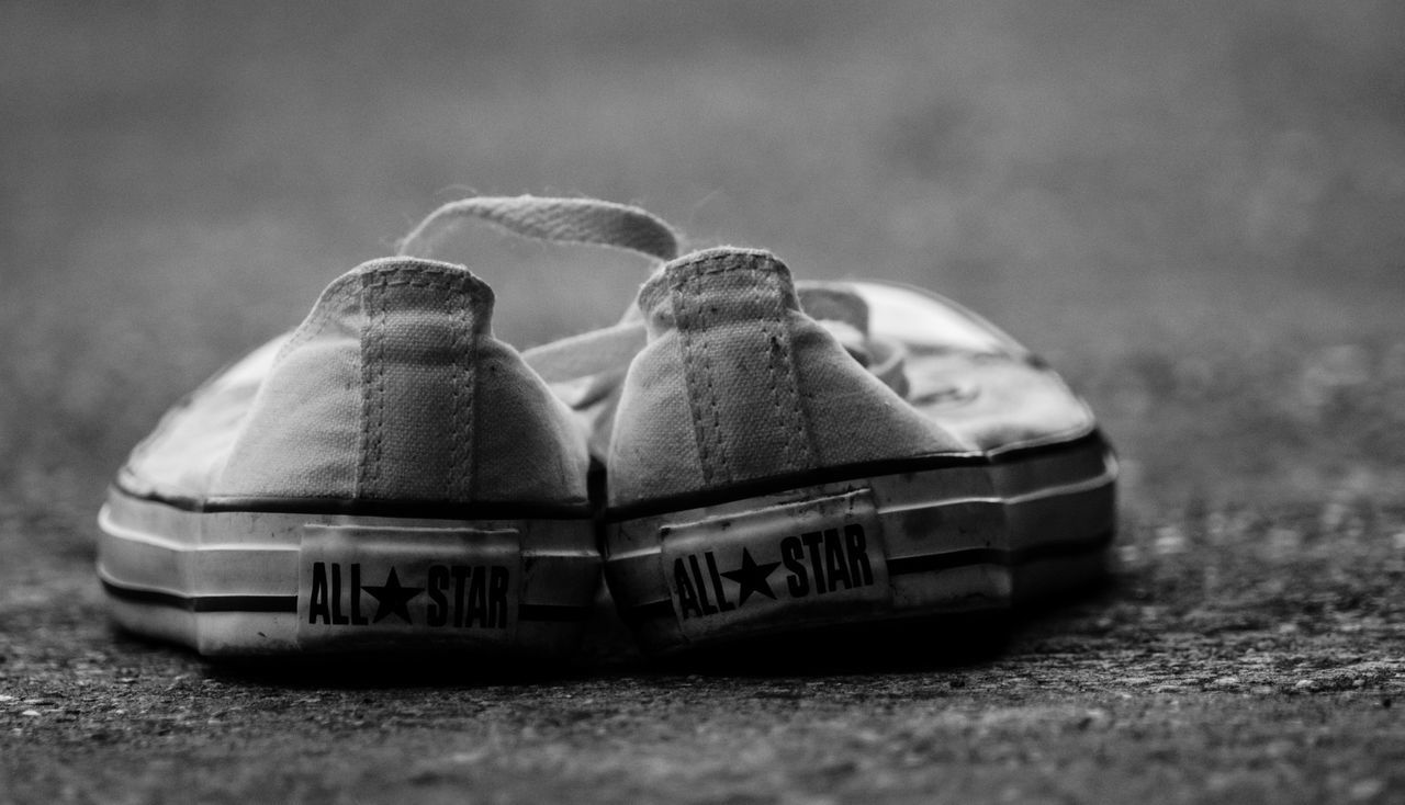 Allstars Black & White Black And White Blackandwhite Blackandwhite Photography Close Up Close-up Converse Converse All Star Day Focus On Foreground Grass Ground Kerber Nature No People Outdoors Pair Selective Focus Shoe Shoes Shoes ♥ White