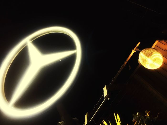 Mercedes-Benz Berlin Kudamm Night Photography Lights Mercedes Star