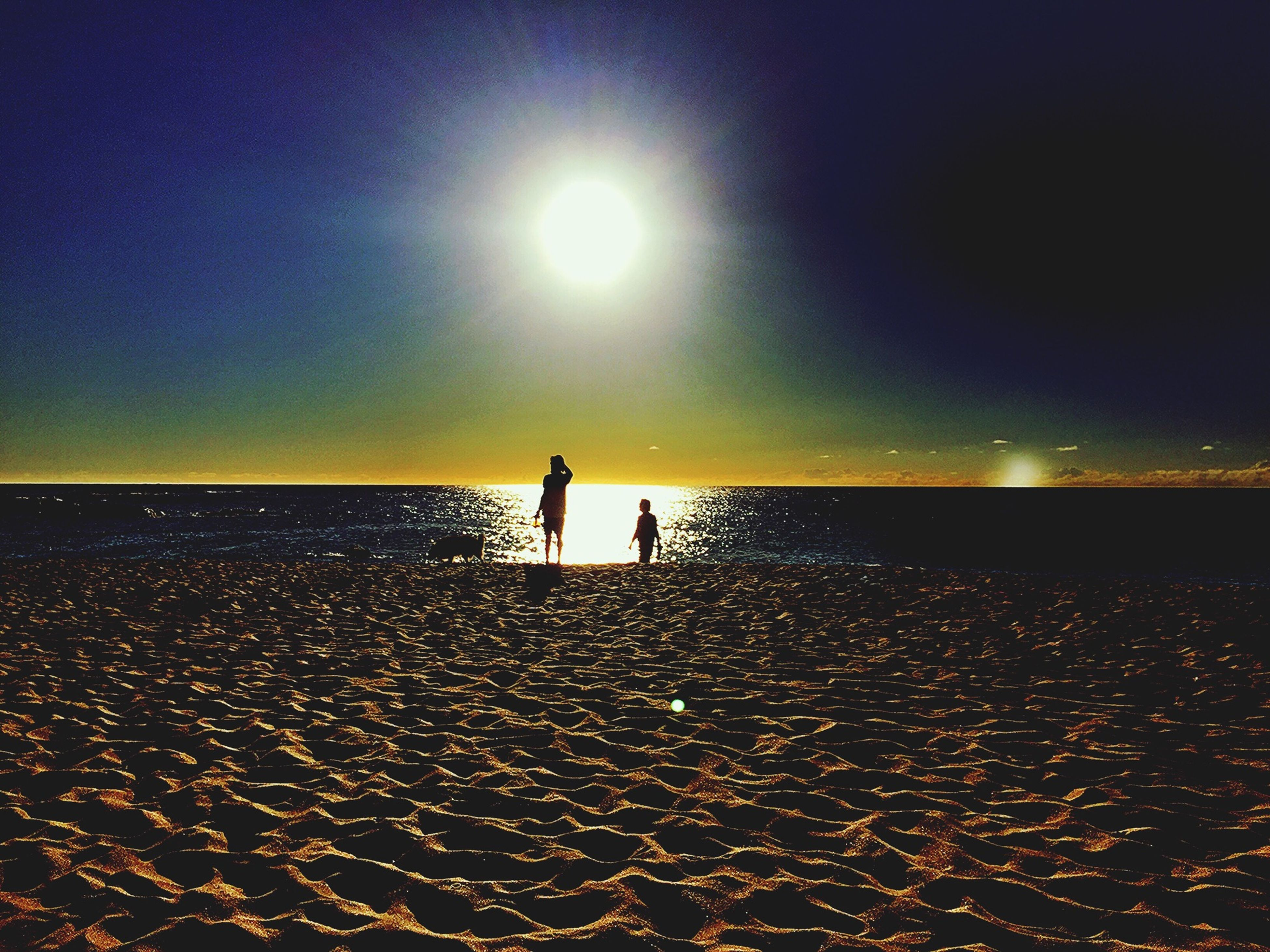 sea, water, beach, horizon over water, silhouette, sun, sunset, lifestyles, leisure activity, scenics, shore, tranquil scene, tranquility, togetherness, beauty in nature, sky, reflection, vacations