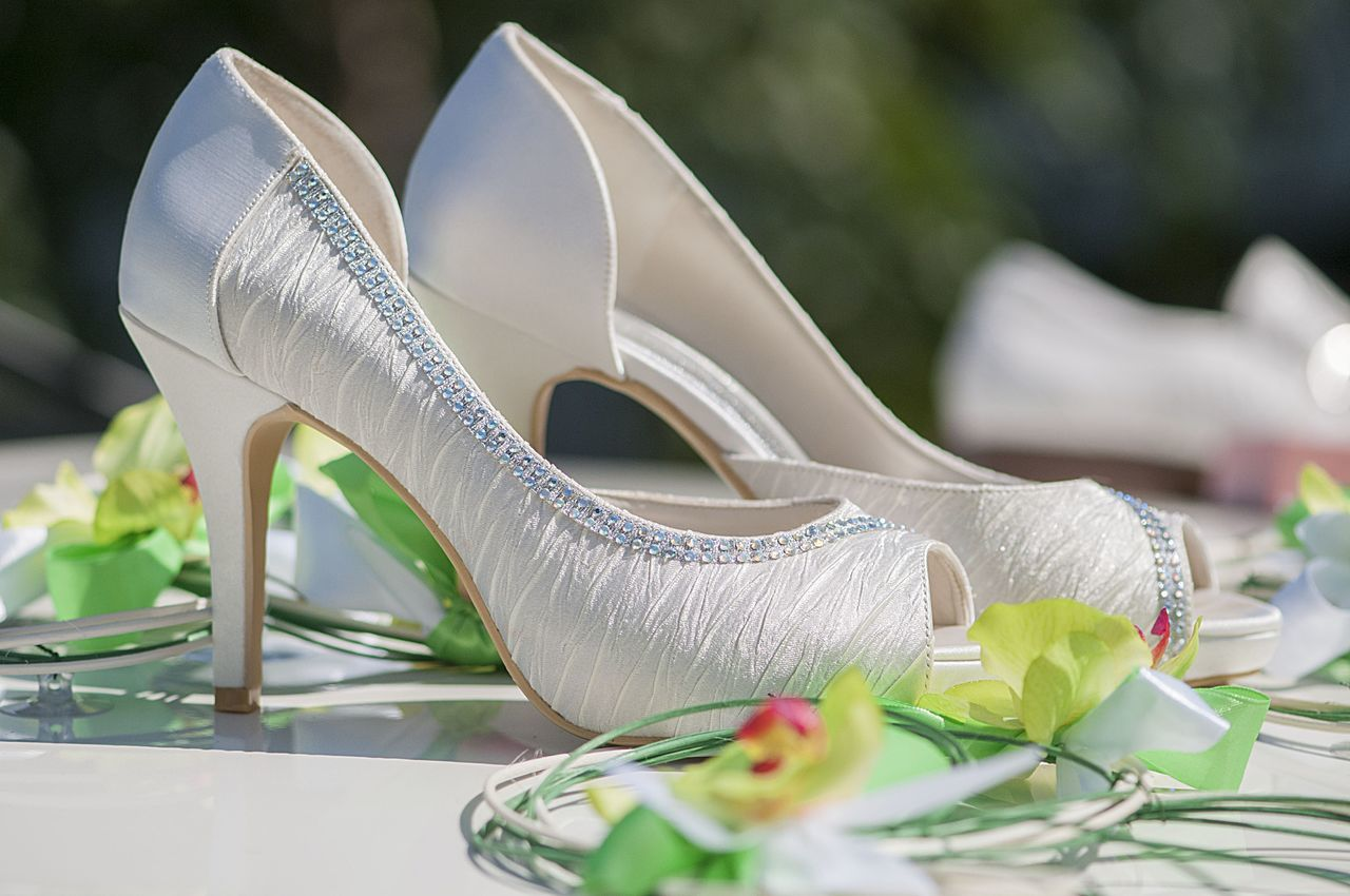 Bride Shoes Close-up Day Details Of My Life Fashion Details Flower Flower Head Hygiene Luxury No People Outdoors Shoe Wedding White Shoes