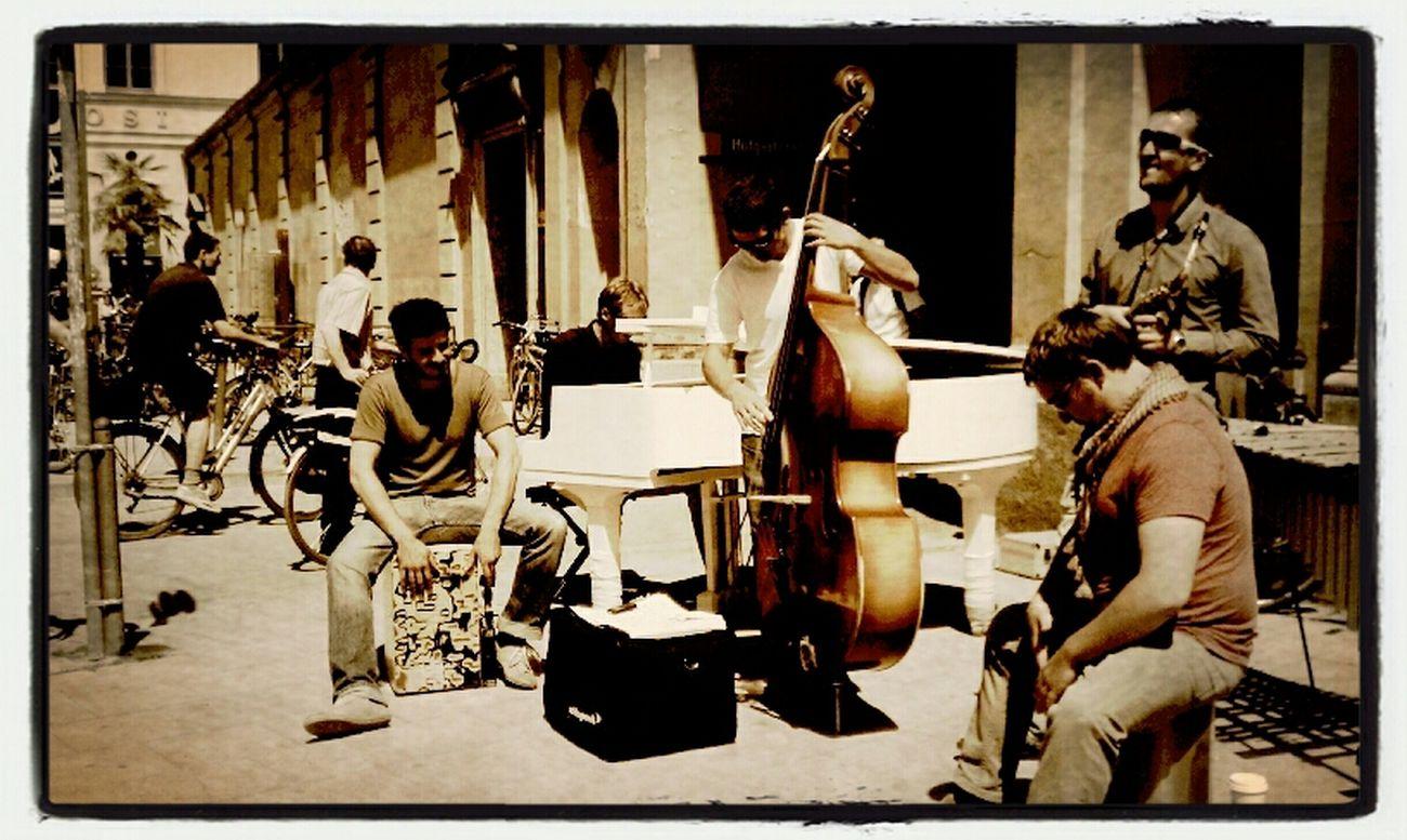 Streetphotography Honest Talk Jazz Band