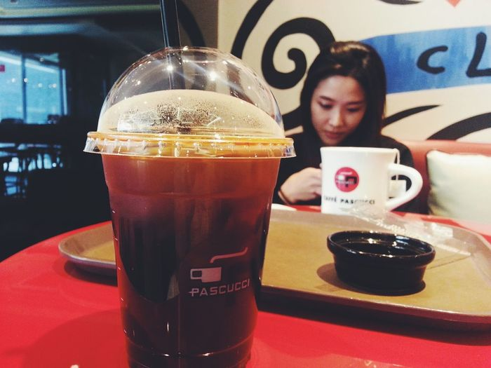 내가 좋아하는 친구와 내가 좋아하는 아이스아메리카노 Friend Pascucci Ice Coffee