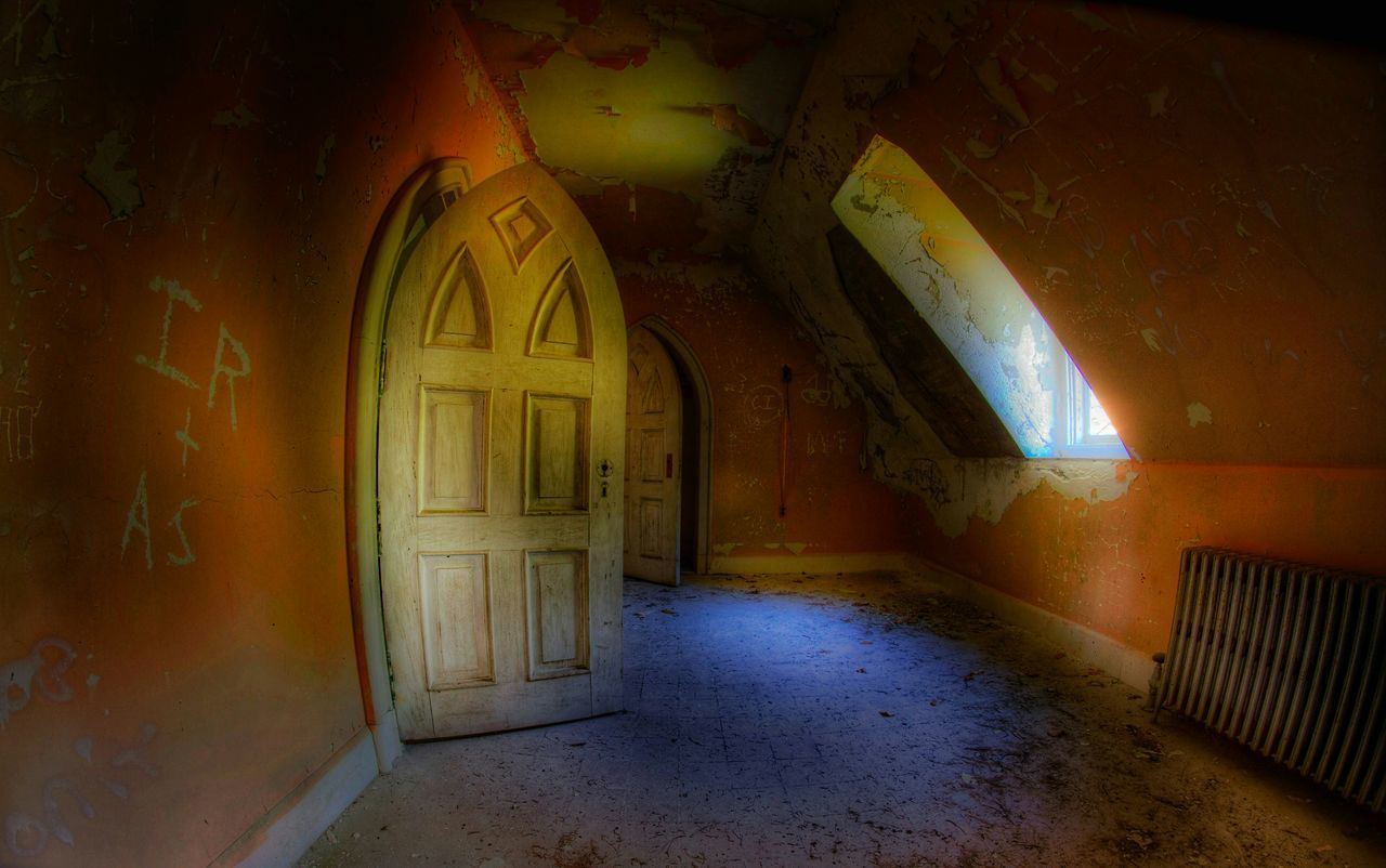 indoors, arch, no people, door, architecture, built structure, abandoned, day