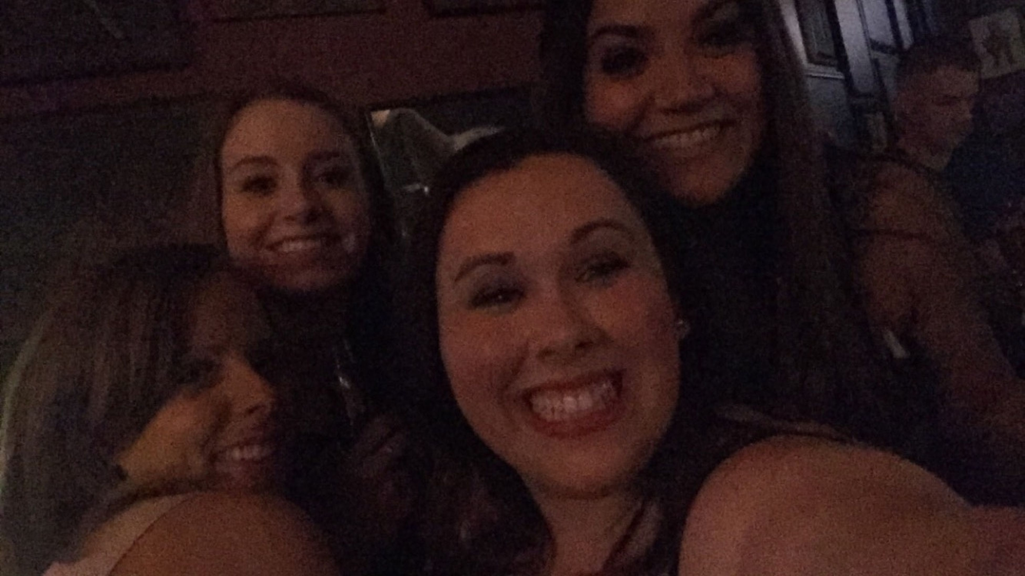 4 beauties And A Bar 👯👯