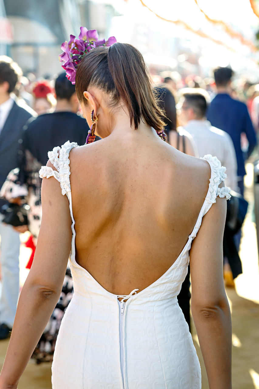 real people, rear view, celebration event, celebration, incidental people, focus on foreground, standing, day, bride, outdoors, women, wedding dress, well-dressed, one person