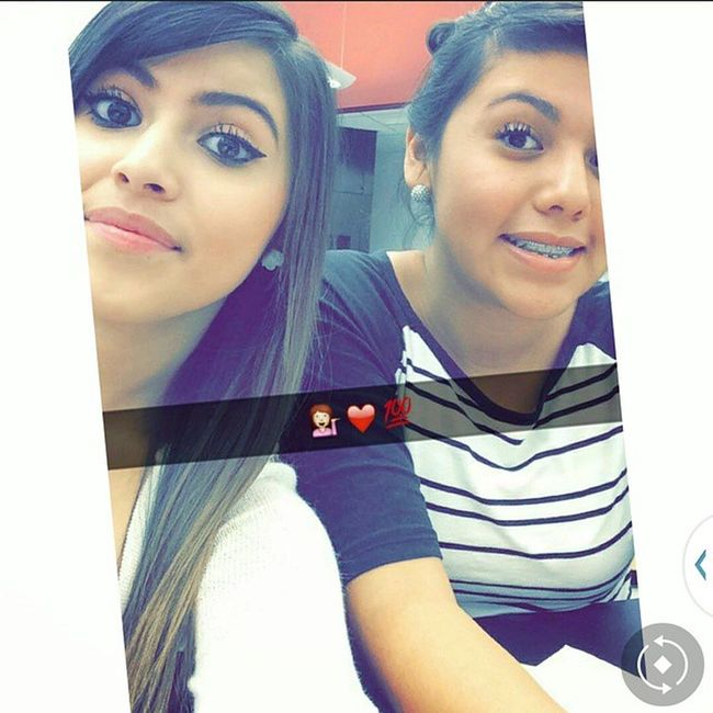 I really like this picture ?? Selfieee W .Estefanie She's the one in Right💄