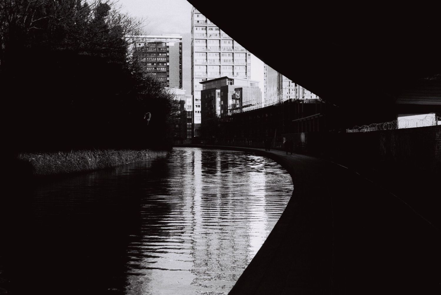 Showcase April Blackandwhite Film Photography Streetphotography Ilford HP5 Plus Trellick Tower Reflection