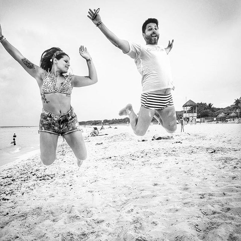 Y salta / y salta / y salta salta salta Jump Brothers Siblings Beach Beachporn Instamoment Salto Jumping Jumpgram Up Sand Arenaysol Bnw Blackandwhite Blancoynegro Awesome Cool Picoftheday
