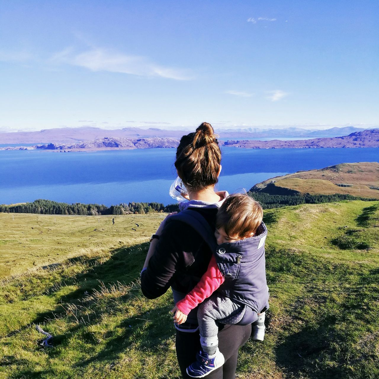 Hiking Adventures Ergobaby Toddler  Travel Photography Scotland IsleOfSkye Highlands