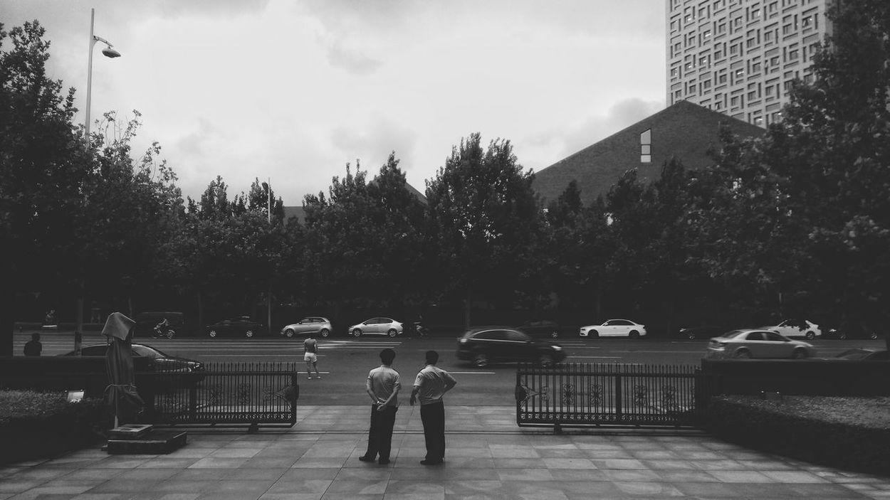 PhonePhotography Phonecamera Phonephoto Tianjin China China Photos B&w Street Photography B&W Collection Black And White Photography Street Style Streetphotography B&wstreetphotography Streetphoto_bw Street Photography Street B&W Collections Black & White Bnw B&w EyeEm Best Shots Personal Style Person Black And White My Commute Citycenter Blackandwhite