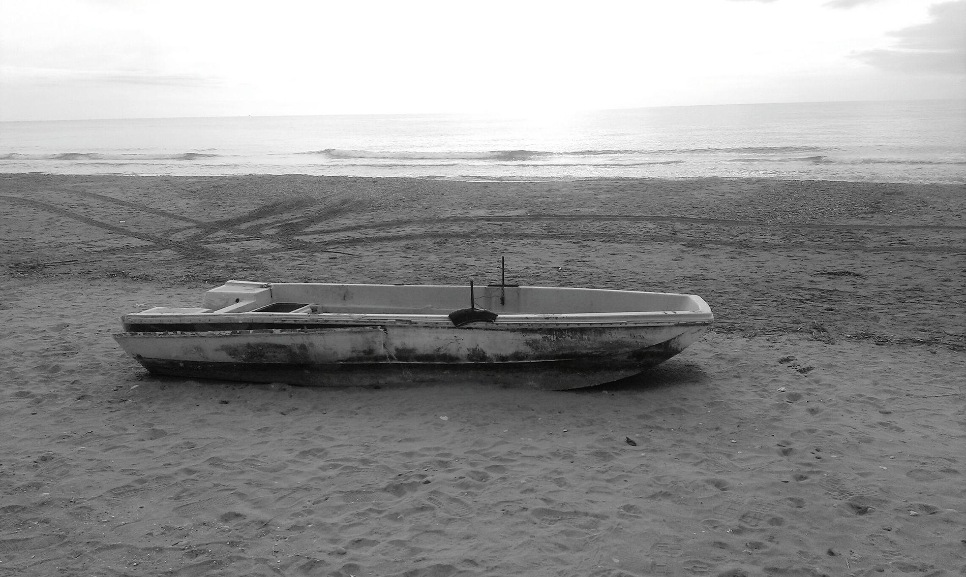 Sea Beach Spiaggia Lungomare Mare Winter Black & White Blackandwhite Bleck Day Barça #boat