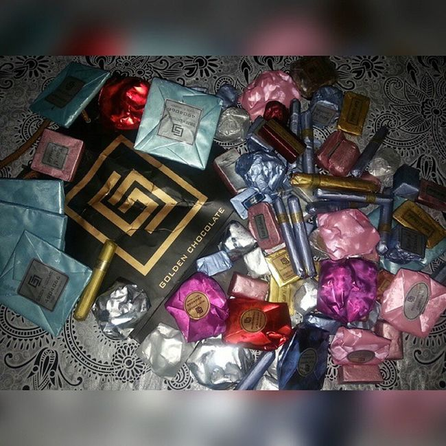"""""""Eat a square meal a day - a box of chocolate."""" @labedabs_26 Pasalubong Goldenchocolate"""