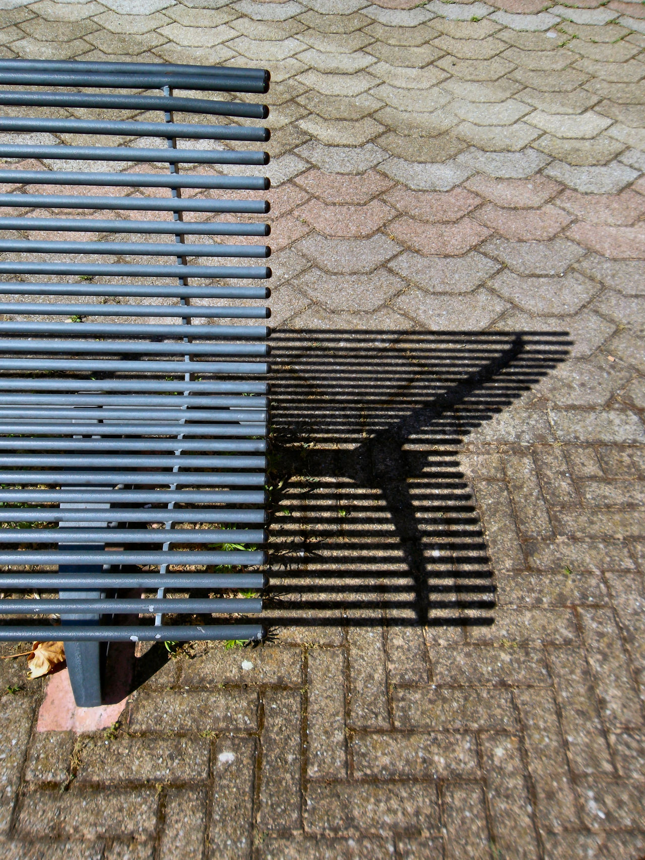 Ombre rilassanti Bench Day Metal Metallic Outdoor Photography Outdoors Pattern Shadows & Lights Showcase July Textures And Surfaces Streetphotography EyeEm Gallery Eyeem Photography The City Light
