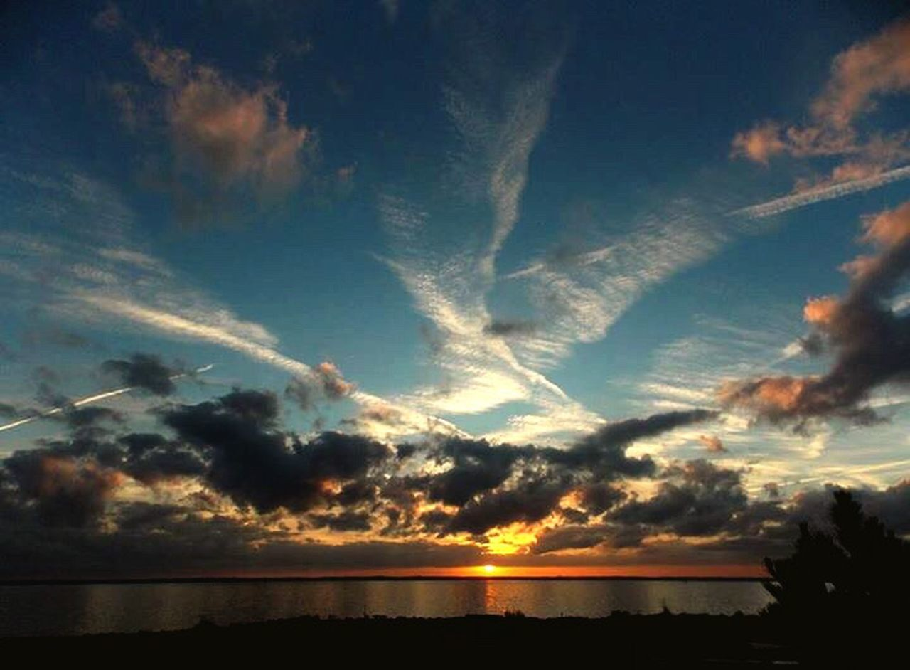 scenics, sunset, tranquil scene, sky, nature, beauty in nature, reflection, dramatic sky, sea, tranquility, idyllic, cloud - sky, horizon over water, water, no people, silhouette, outdoors, landscape, day