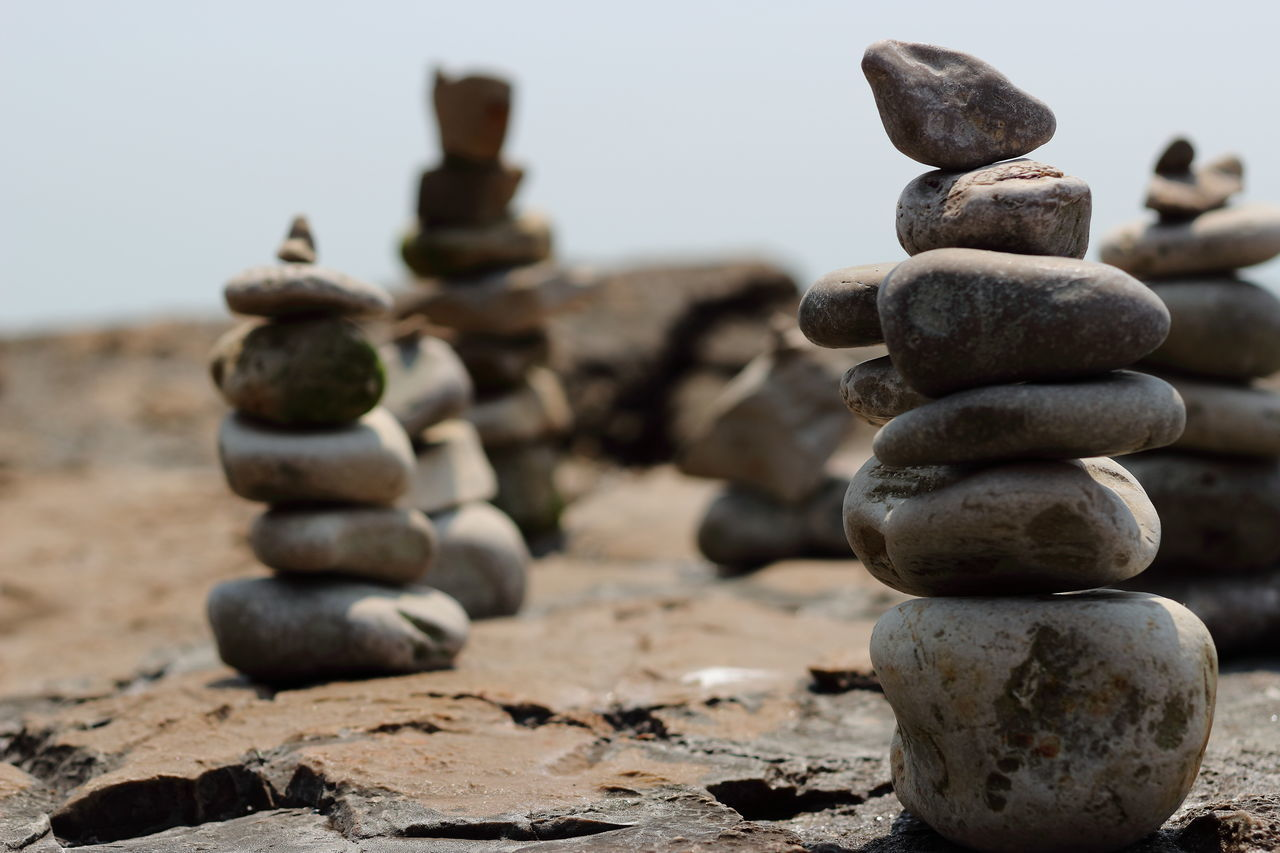 Backgrounds Balance Challenge Chess Chess Board Chess Piece Close-up Competition Copy Space Day Focus On Foreground King - Chess Piece Knight - Chess Piece Large Group Of Objects Nature No People Outdoors Pawn - Chess Piece Pebble Queen - Chess Piece Rock - Object Sand Sky Stack Strategy