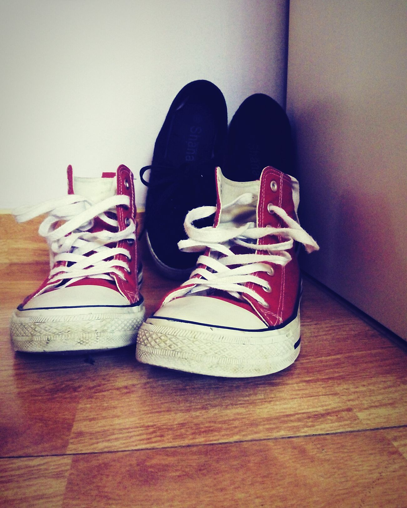 When you don't want to do your homework.... Inspired by nothing. Bored Lazy Afternoon Maths In My Bedroom Converse⭐ Old Shoes Cool Style My Day España🇪🇸 Españoles Y Sus Fotos