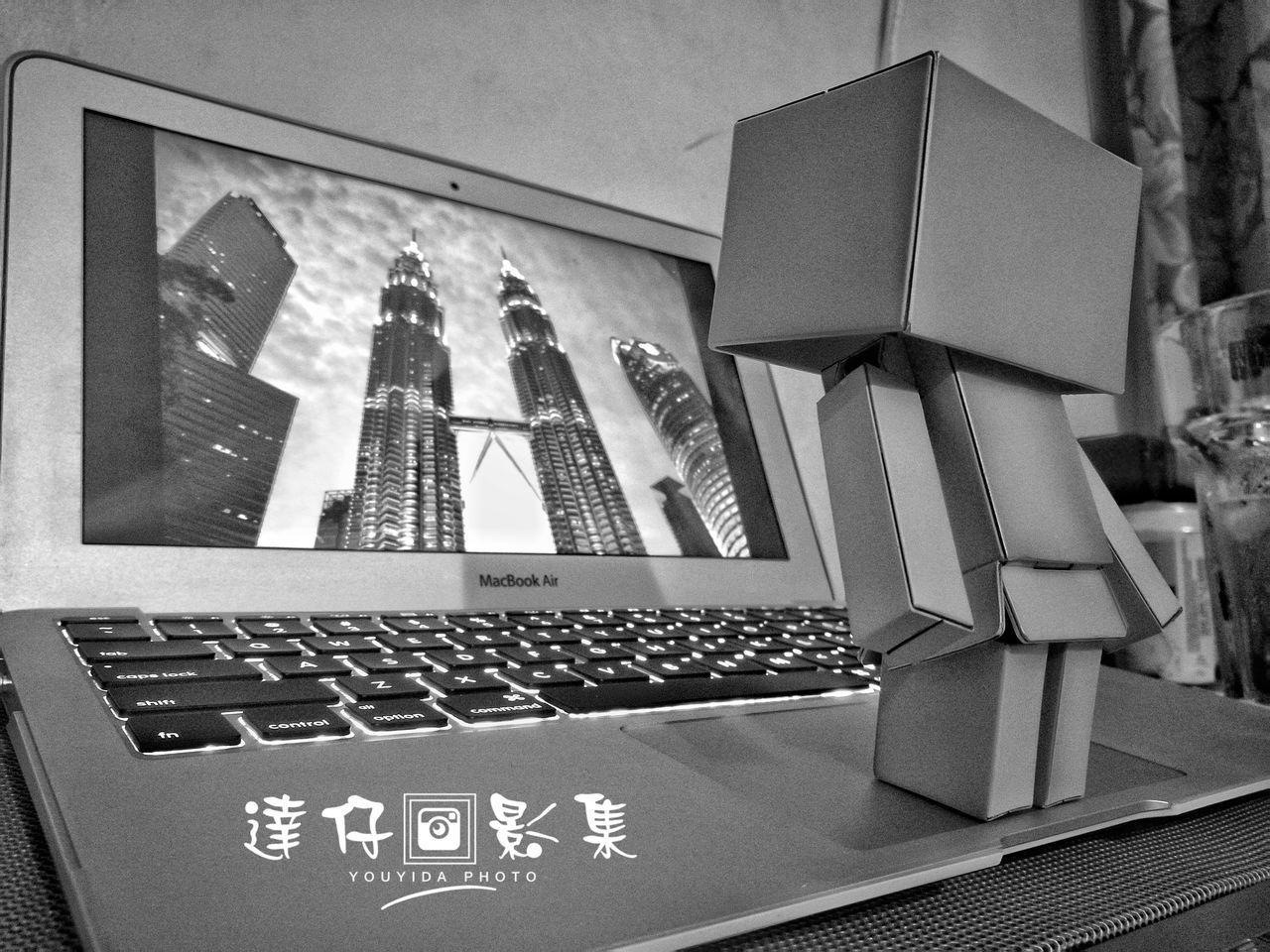 Indoors  No People Day HuaweiP9 KLCC Tower KLCC Twin Towers Klcc Huawei P9 Plus HuaweiP9plus HuaweiP9Photography Huawei P9. Huawei P9 Leica Huaweip9photos Danboard Danboard_fan Danboards