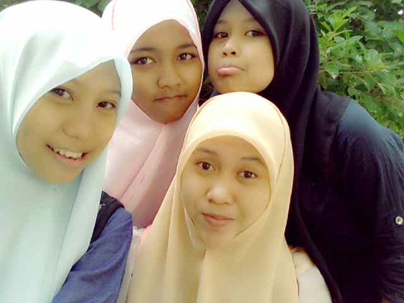 with friend ,hijabr blue = elsi hijabr pink = rahma hijabr yellow = balla and hijabrs Black my .. Done ! Sholat Idul Adha