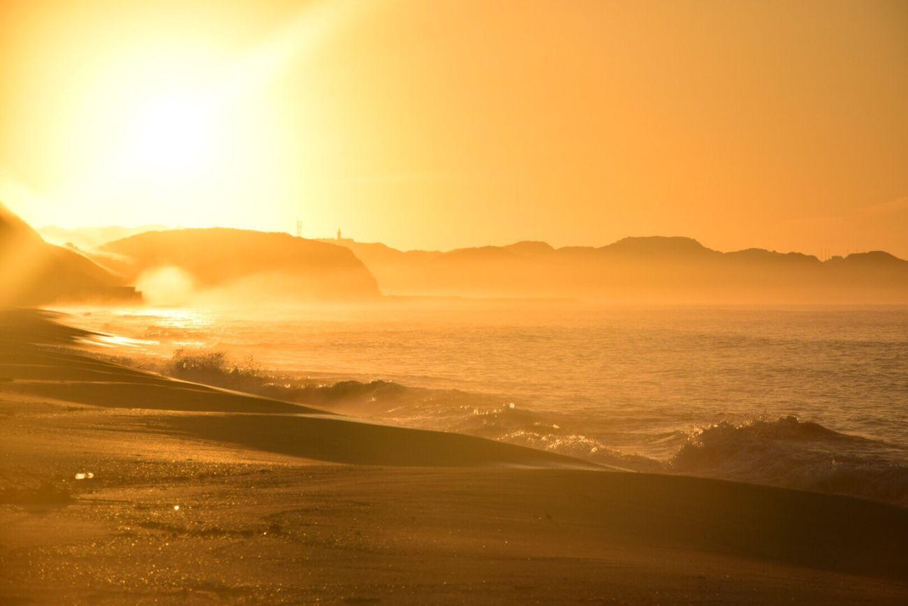 あー。。眩しすぎた朝陽。。 いつもの海 Sea View Beach Time Nature Photography Landscape 朝陽 Sunrise_Collection Sunrise Colors Beachphotography Sky_collection Sunrise