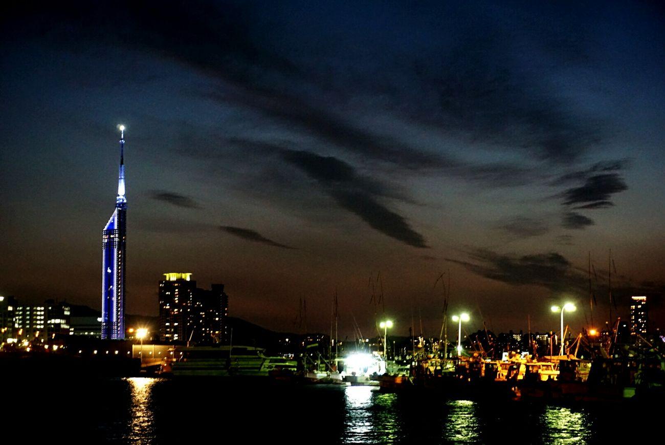 久しぶりに写真を撮りました。 Fukuoka,Japan Nightphotography Nighttime Night Lights Nightshot Night View Nature Photography Natureperfection Fukuoka Tower Snapshots Of Life