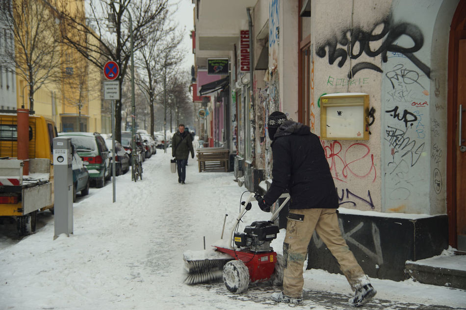 It's Cold Outside Kreutzberg Street The Street Photographer - 2016 EyeEm Awards Original Experiences Lausitzer Straße Ice Age Capture Berlin Adapted To The City Mix Yourself A Good Time Discover Berlin