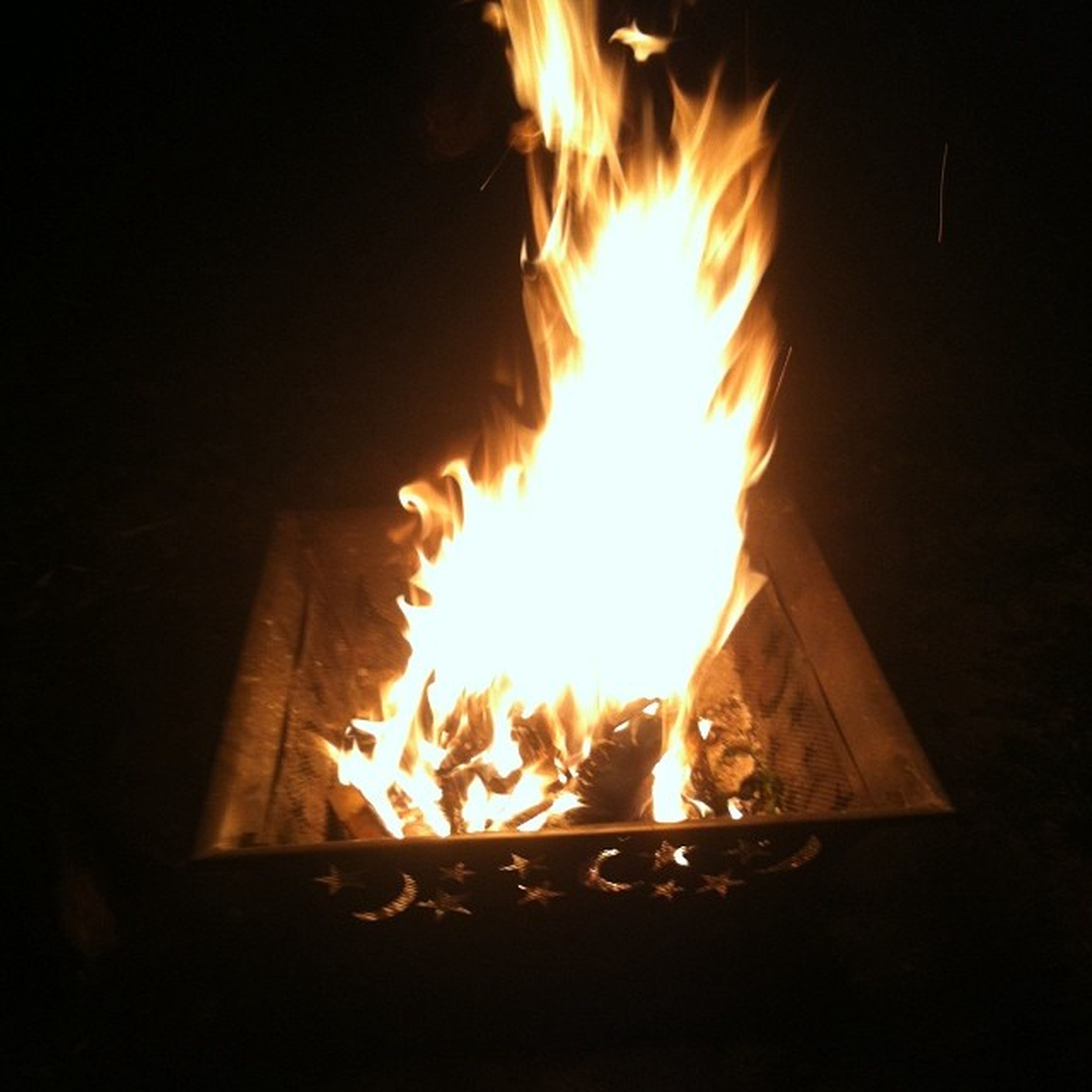 burning, flame, fire - natural phenomenon, heat - temperature, glowing, night, fire, bonfire, firewood, dark, heat, orange color, illuminated, copy space, campfire, wood - material, light - natural phenomenon, sunlight, close-up, no people