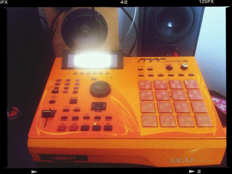 Akai MPC 2000 XL LE Making Beats Hodgy Beats  BEATS