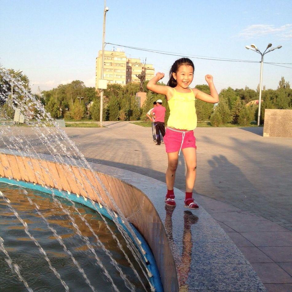 гуляем:) хорошее настроение 😊 хорошаяпогода У фонтана люблю лето