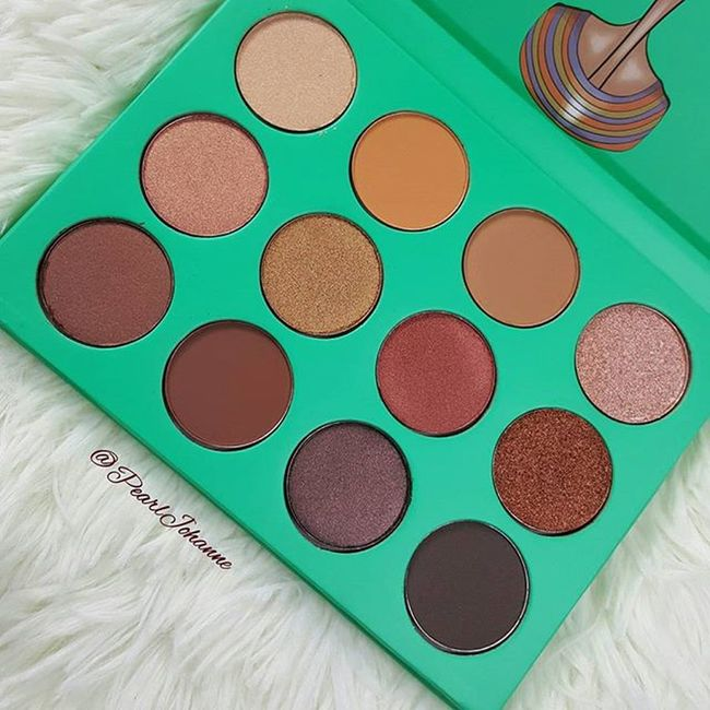 How gorgeous are these colors? Shipment was F A S T! Nubian I pallete : $23.50 @Juviasplace So buttery and Highly pigmented, definitely a steal for $23.50. If you're on lashes and lips keep an eye out , will be doing a tutorial on how to use these beauties! Juviasplace Nubian Eyeshadows Pigmented
