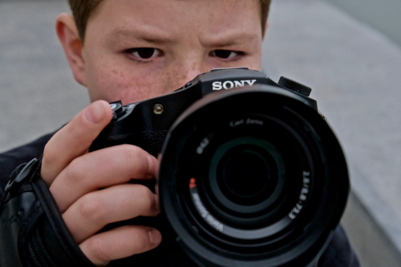 Ok. Mais lequel ? Apperturephotoconcept Apprentice ISO Kid Lens - Eye One Person Photographer Speed What Should I Chose=,