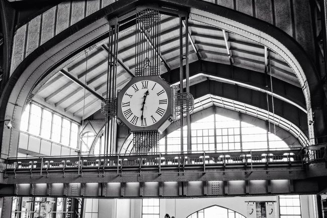Hamburg Hauptbahnhof It's Time For Someone To Do Something Time To Travel Time For Me Architecture_bw Blackandwhite Showcase: November Learn & Shoot: Simplicity