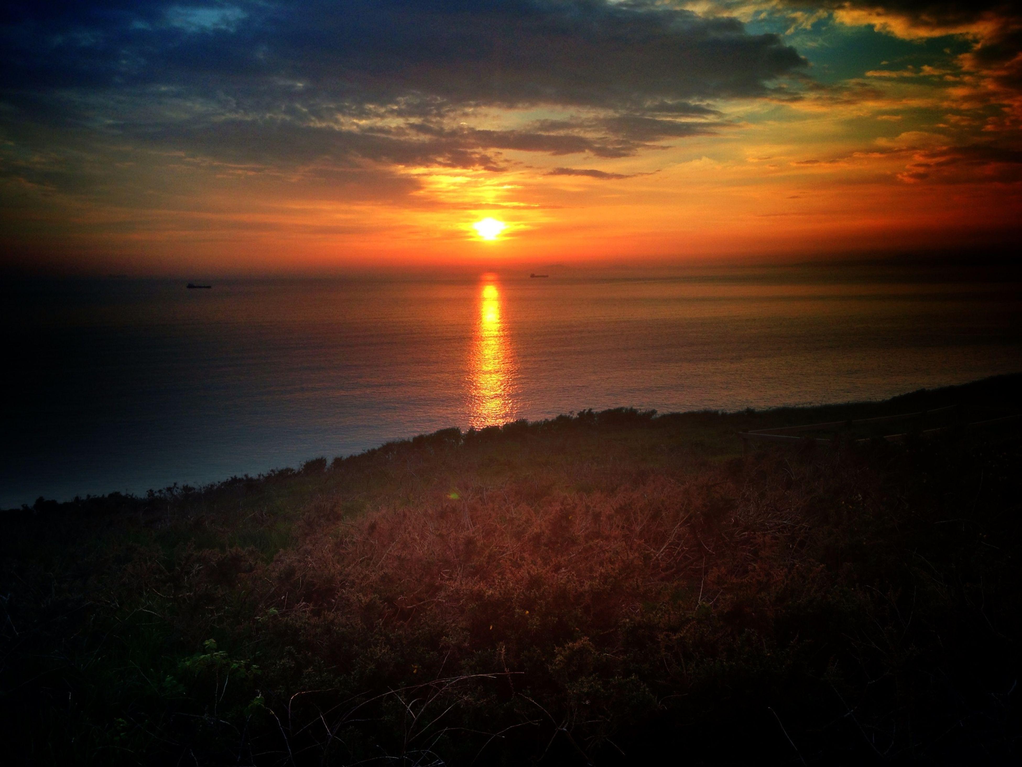 sunset, horizon over water, sea, sun, tranquil scene, scenics, beauty in nature, tranquility, water, sky, orange color, idyllic, nature, beach, cloud - sky, shore, reflection, sunlight, cloud, dramatic sky