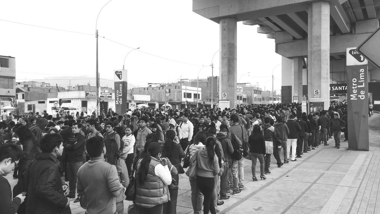 Public Transportation Tada Community People Watching Moments Peoplephotography The Week On EyeEm5 People Want To Be Loved Black & White People Are People Lima