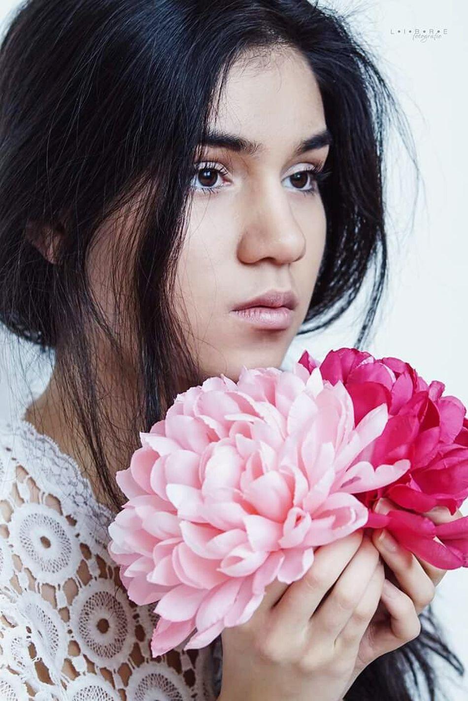 She blooms 🌷🌸🌹 Myra. I Portrait Beauty Beautyphotography Portrait Of A Woman Flower Taking Photos Spring People Photography People Of EyeEm Librefotografie Bonn Köln Cologne